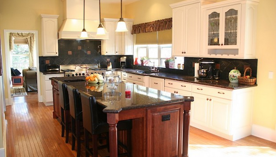A new kitchen courtesy of the DreamMaker Bath & Kitchen franchise in Bakersfield, California.